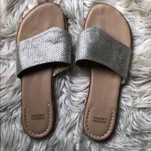 Johnston & Murphy NWOB Raney gold laser sandals